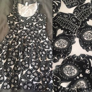 HOT TOPIC SKULL SKATER DRESS GUC